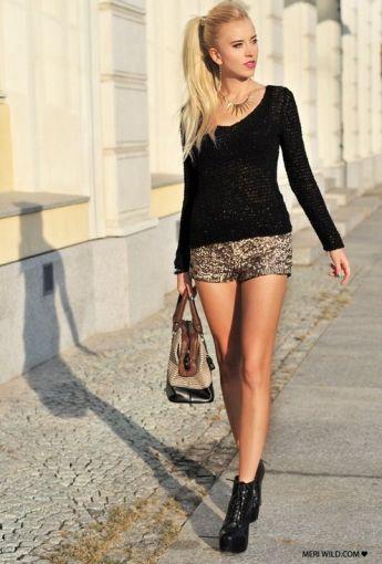 Unos shorts dorados tienen mucho juego con diferentes prendas de tu clóset y sirven tanto para