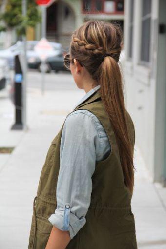 Peinados para cabello sucio. x. Si trenzar de lado te parece muy complicado forma dos trenzas sencillas y átalas con una