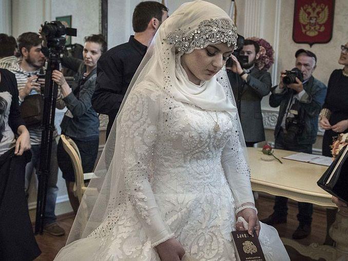 Lágrimas en su día de boda joven es obligada a casarse